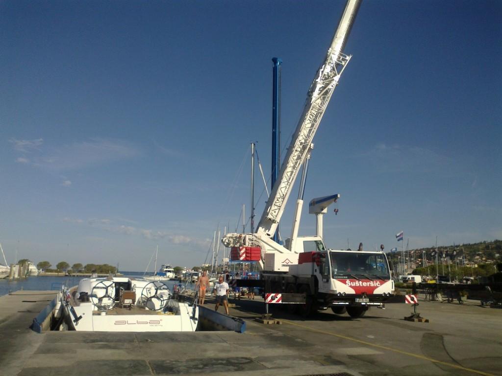 Shipman 72 - Alba 2 pripravljena za postavitev jambora